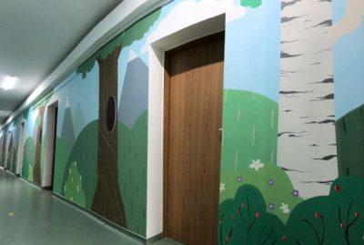 O serie de picturi murale înveselesc atmosfera din secția de Pediatrie a Spitalului municipal Vulcan