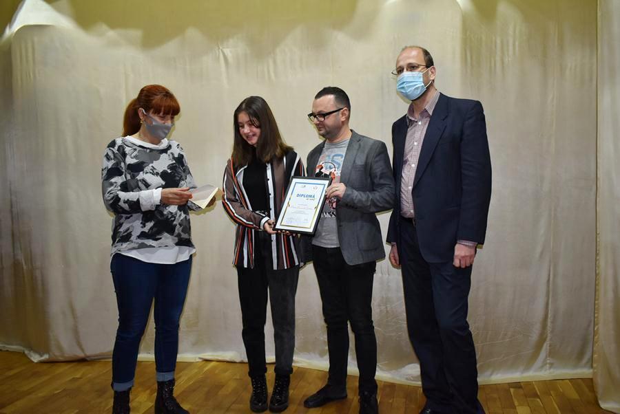 """Daria Șărban a fost premiată pentru rezultatul obținut la emisiunea """"Românii au talent"""""""