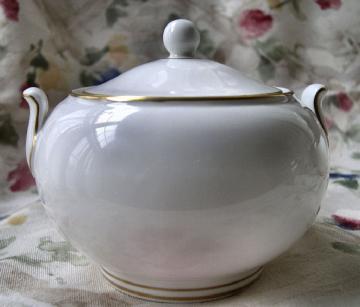 1972 Wedgwood Porcelain Creamer and Sugar Bowl Set