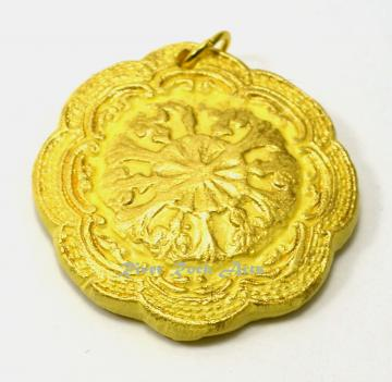 Light Yellow and Gold Vintage-Style Ceramic Pendant