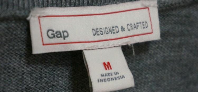 GAPのニットセーターは、毛玉ができにくくて長持ちで、セールの時に買えば実は経済的です。