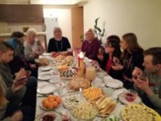 Kalėdinėje vakaronėje vaišinamės savo gamybos patiekalais ir džiuginame vieni kitus įvairiais siurprizais.