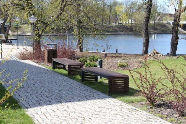 b_730_217971ed3874479d9ad9217a3ce29442 Dostawa i montaż małej architektury na Wyspie Młyńskiej w Bydgoszczy