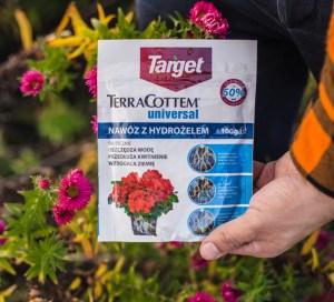 hysrożel-przy-przesadzaniu-kwiatów-300x272 Kwiaty doniczkowe zimą - Nawozić? Kiedy przesadzać?