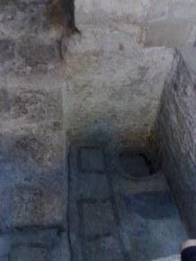 W nim odnaleziono m.in. to baptysterium, które kiedyś pełniło rolę zbiornika na oliwę lub wino.