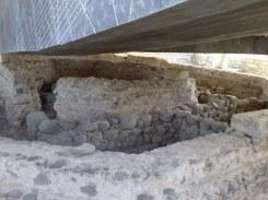 Część najstarsza budynku to ta z kamieni nie poddanych praktycznie żadnej obróbce. Trudno się dziwić - kamień pochodzenia wulkanicznego jest bardzo twardy.