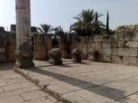 Pomieszczenie przylegające do synagogi w Kafarnaum.