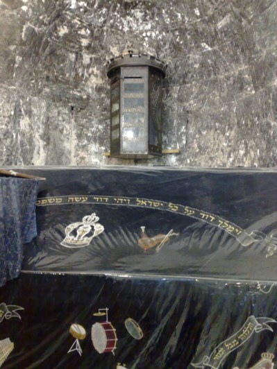 A obok niego monument ku czci Dawida. Istnieje nadzieja, że jeśli Izraelczycy odnajdą miejsce pochówku swego króla, to zwrócą nam Wieczernik. Oby odnaleźli jak najszybciej!!!