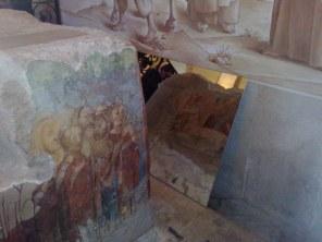 Wewnątrz kościoła w Betfage pamiątka z wypraw krzyżowych - rysunek Chrystusa wsiadającego w Niedzielę Palmową na osiołka z tego kamienia