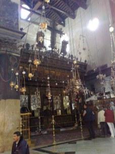 Ołtarz główny, pod którym znajduje się Grota Narodzenia Jezusa, wraz z całym kompleksem grot.