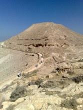 """Arabska nazwa miejsca (""""forteca ścięcia"""") jest odwołaniem do przypuszczalnego miejsca męczeństwa św. Jana Chrzciciela."""