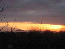 朝日に燃える竹浮島