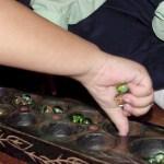 Cara untuk bermain congkak.