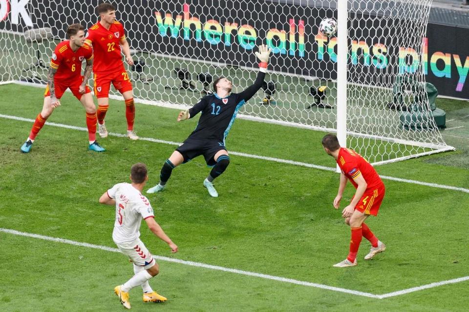 penjaga gol wales tertewas