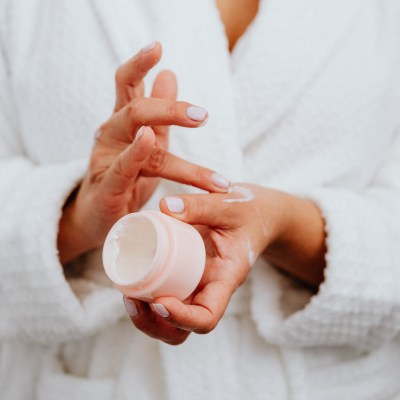 kaboompics_A middle-aged woman applying hand cream