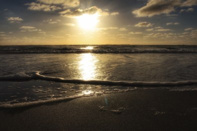 Sunset at Karekare Beach, Auckland, NZ. Image: Su Leslie, 2017