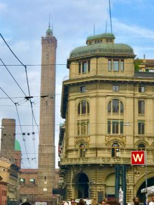 Downtown Bologne - travel to Bologna
