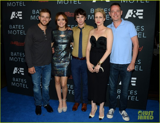vera-farmiga-freddie-highmore-bates-motel-comic-con-party-22
