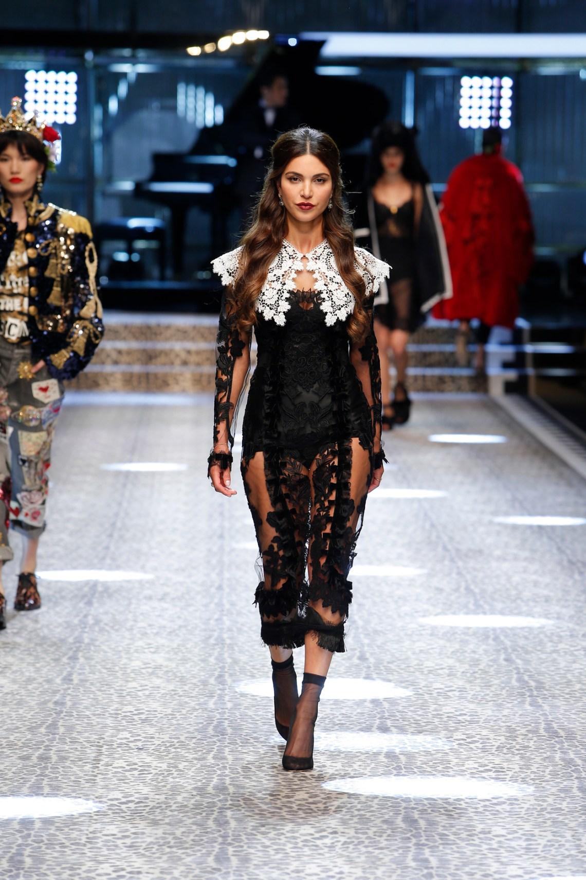 dolce-and-gabbana-fall-winter-2017-18-women-fashion-show-runway-06