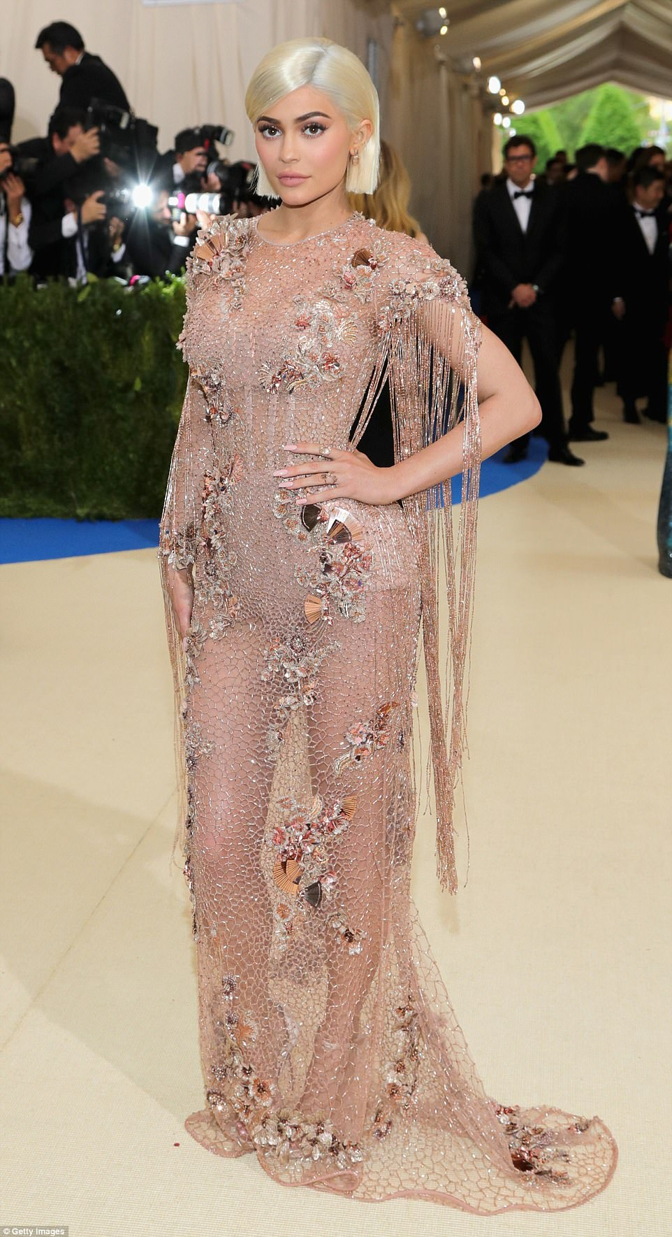 3FD292F500000578-4464268-Made_an_entrance_Kylie_Jenner_arrived_for_the_2017_Met_Gala_in_a-a-75_1493681388780