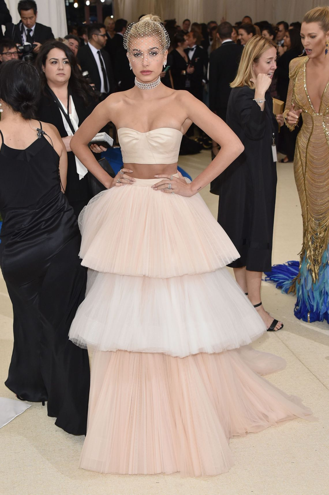 hailey-baldwin-carolina-herrera-met-gala-dress-2017