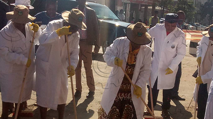 JUST IN: First Lady Auxilia Mnangagwa in Bulawayo for clean up exercise