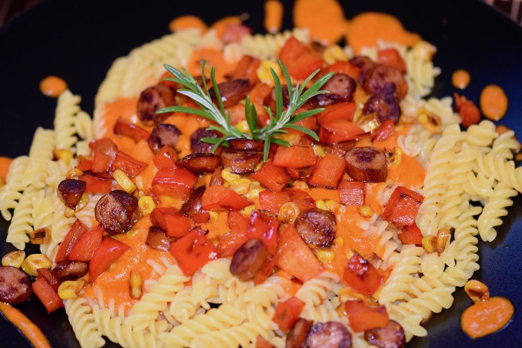 Rezepte: Hauptgerichte: Pasta mit Paprikasauce und Kabanossi