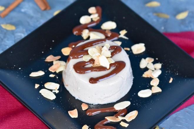 Lebkuchen-Panna Cotta vegan - Panna Cotta vegan - Panna Cotta - vegan - Rezept - leicht - Agar Agar - ohne Gelantine - selber machen - Weihnachten - milchfrei - glutenfrei - Desserts - schnell - kochen - Panna Cotta mit Schokoladensauce