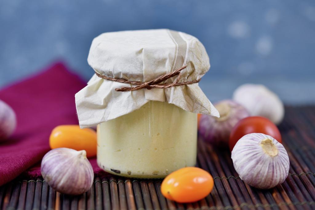 Olivenöl mit gebratenem Knoblauch zur Gewichtsreduktion
