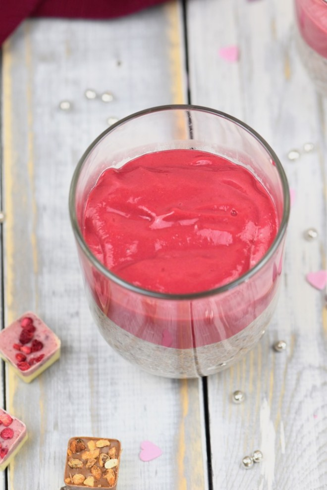 Himbeer-Chia-Pudding - Chia-Pudding - mit Himbeersauce - vegan - einfach - pflanzliche Milch - schnell - gesund - Rezept - Chia - glutenfrei - Low Carb - zuckerfrei
