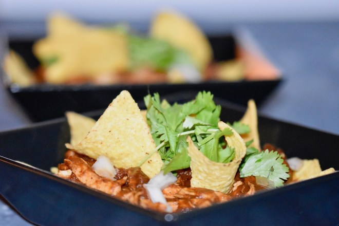Mexikanische Chilaquiles Rojos mit Hühnchen - Chilaquiles - Rezept - mexikanisch - Rojos - einfach - rote Chilaquiles - Salsa - Salsa roja - schnell - vegetarische Chilaquiles - vegane Chilaquiles
