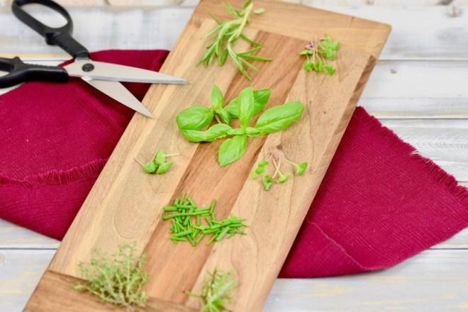 die 15 beliebtesten Küchenkräuter - Küchenkräuter - Fensterbank - Topf - pflanzen - säen - gießen - düngen - anlegen - Kräutergarten - Balkon - Terrasse - Kräuter - Küche - Verwendung - haltbar machen - ernten