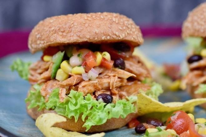 Pulled Pork Burger mexikanisch - Pulled Pork Burger - Pulled Pork - Slowcooker - Crocky - aus dem Backofen - Rezept - glutenfrei - Rub - Fleisch - mexikanisch - einfach - selber machen - Sauce - Burger - Fingerfood - Streetfood