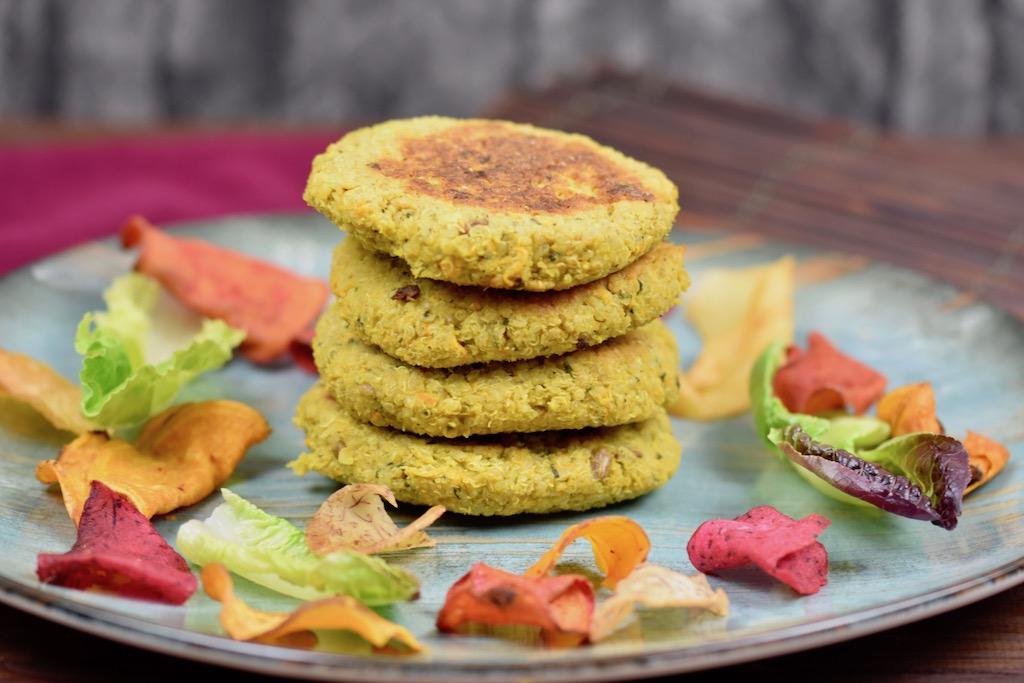 Burger - Quinoa-Burger - Quinoa-Bratlinge - Quinoa - Rezept - vegan - glutenfrei - gesund - Burgersauce - Ideen - einfach