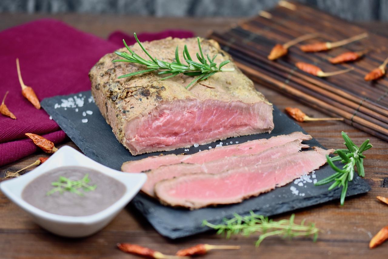 Saftiges Roastbeef mit Thymian-Rotwein-Sauce