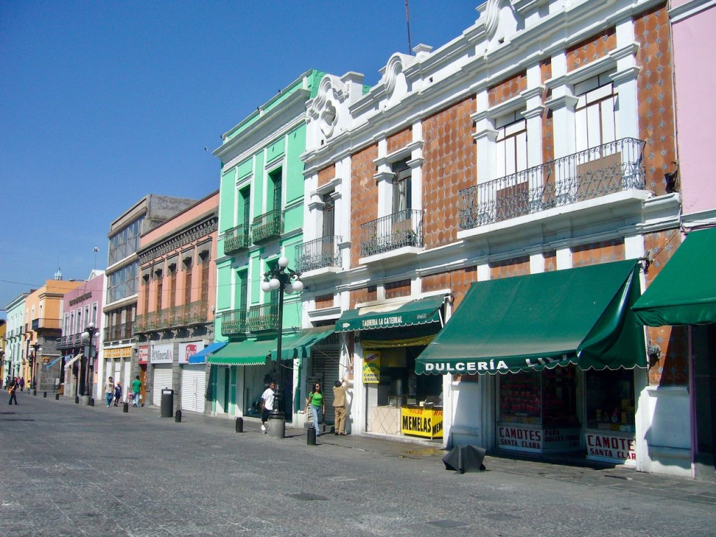 bunte Häuser in der Altstad von Puebla - Mexiko