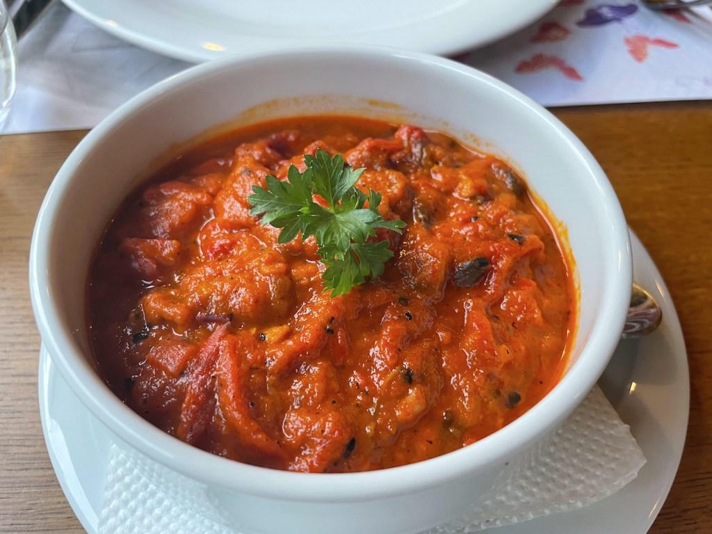Essen und Trinken in Mazedonien - - Pinjur, ein Dip aus Tomaten und Paprika
