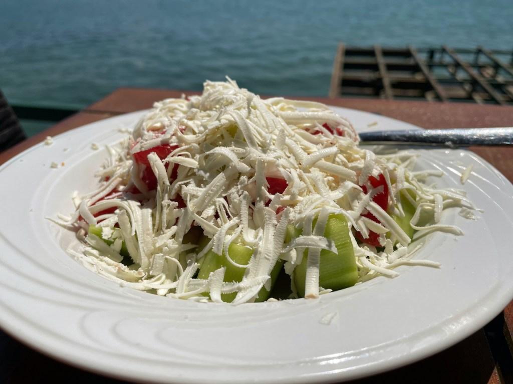 Essen und Trinken in Mazedonien - Shopska Salat