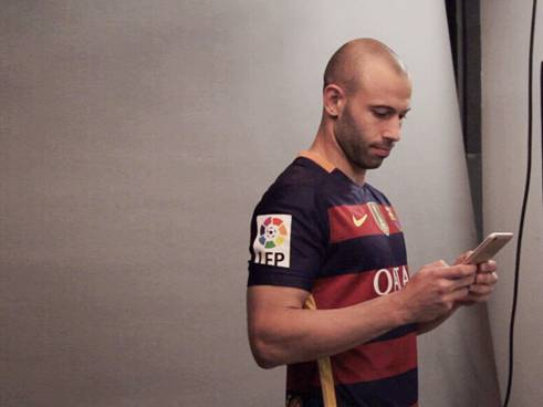 Javier Mascherano from the FC Barcelona were being spotted in the studio holding from what we suspect, R9