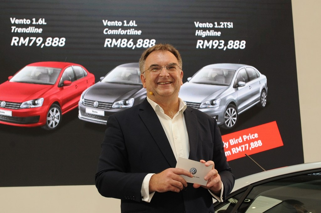 Armin Keller announcing the price of the Vento