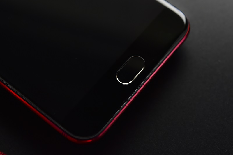 The limited OPPO R9s Valentine Red Edition, 'Now, It's Clear'