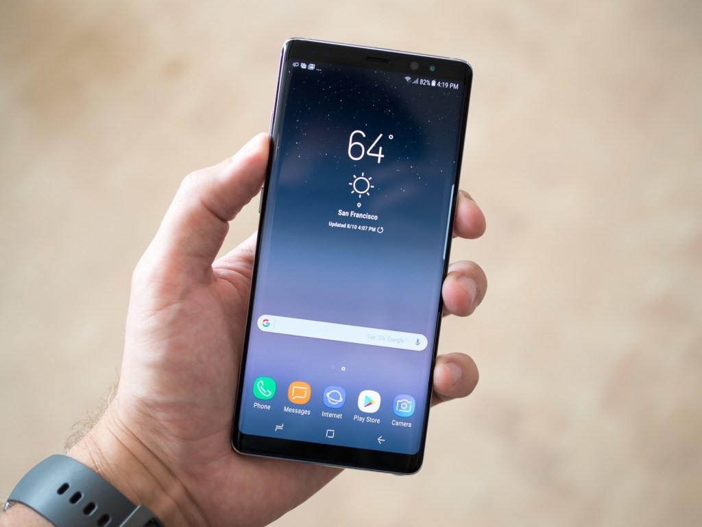 galaxy-note-8-front-in-hand