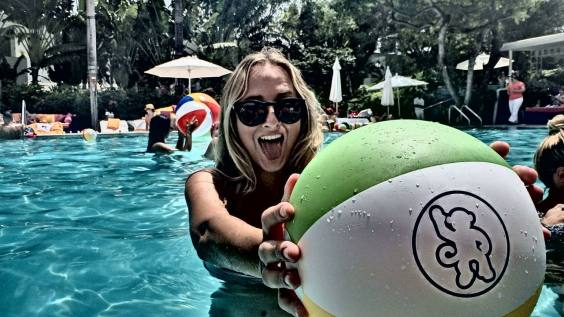 beach-ball_monkey-rum