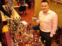 Stoisko Best Whisky Market i właściciel Daniel
