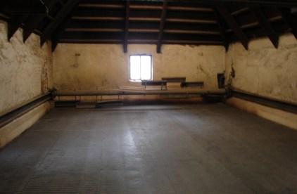 Klasyczna suszarnia z pagodowym dachem. W Bowmore suszarnia jest wyposarzona w specjalne urządzenie (wał z łopatkami) do przerzucania suszącego się słodu
