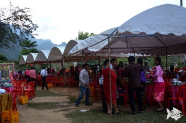 At a traditional Laos wedding the date has to be scheduled according to the lunar calendar.