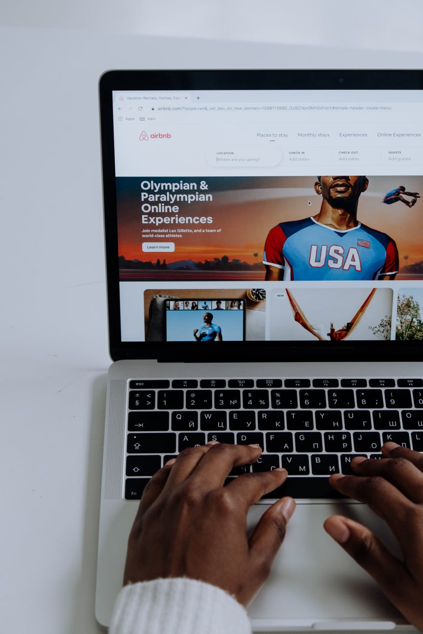 macbook pro displaying man in blue shirt  - pexels photo 5077053 - Information Marketing : 10 Mistakes To Avoid