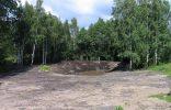 Общий вид сразу после работы. Когда глина высохла, пришлось 3 раза вручную выравнивать поверхность земли под будущий газон, выбирая корни, комья и камни, заравнивая ямки. Грабли ломались и лопаты гнулись. :)