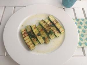 Gebratene Zucchini mit Ladolemono Zitronen-Olivenöl-Sauce
