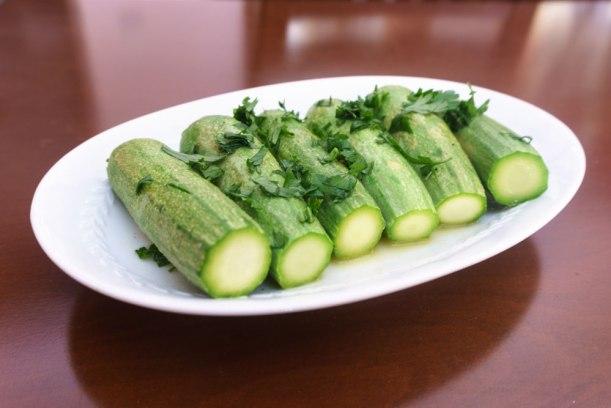 Gekochter Zucchini-Salat aus Griechenland